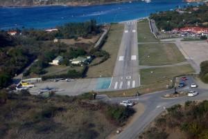st barths landing strip